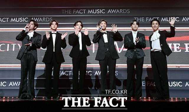 bts on the fact music awards red carpet 3
