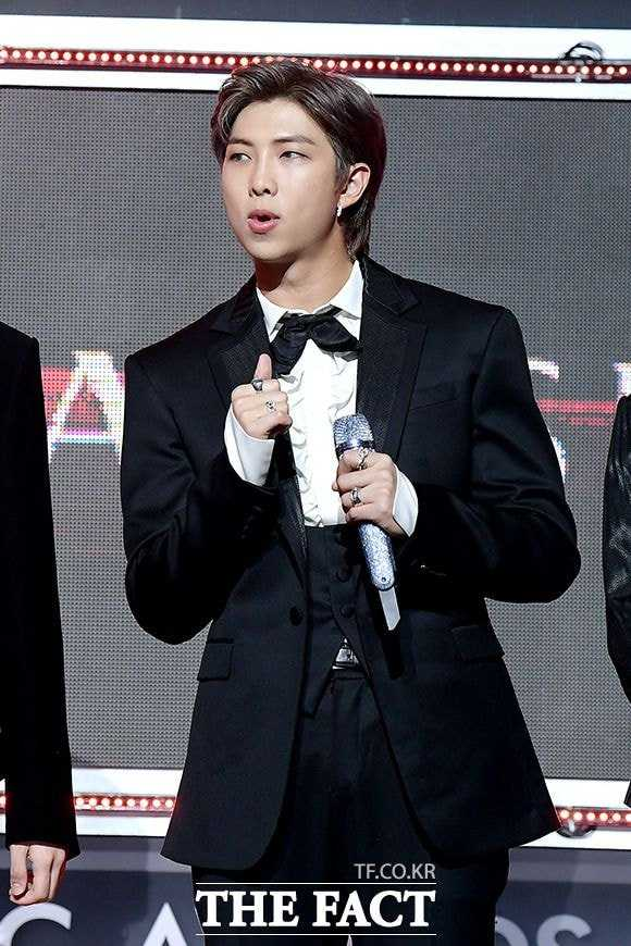 bts on the fact music awards red carpet 8