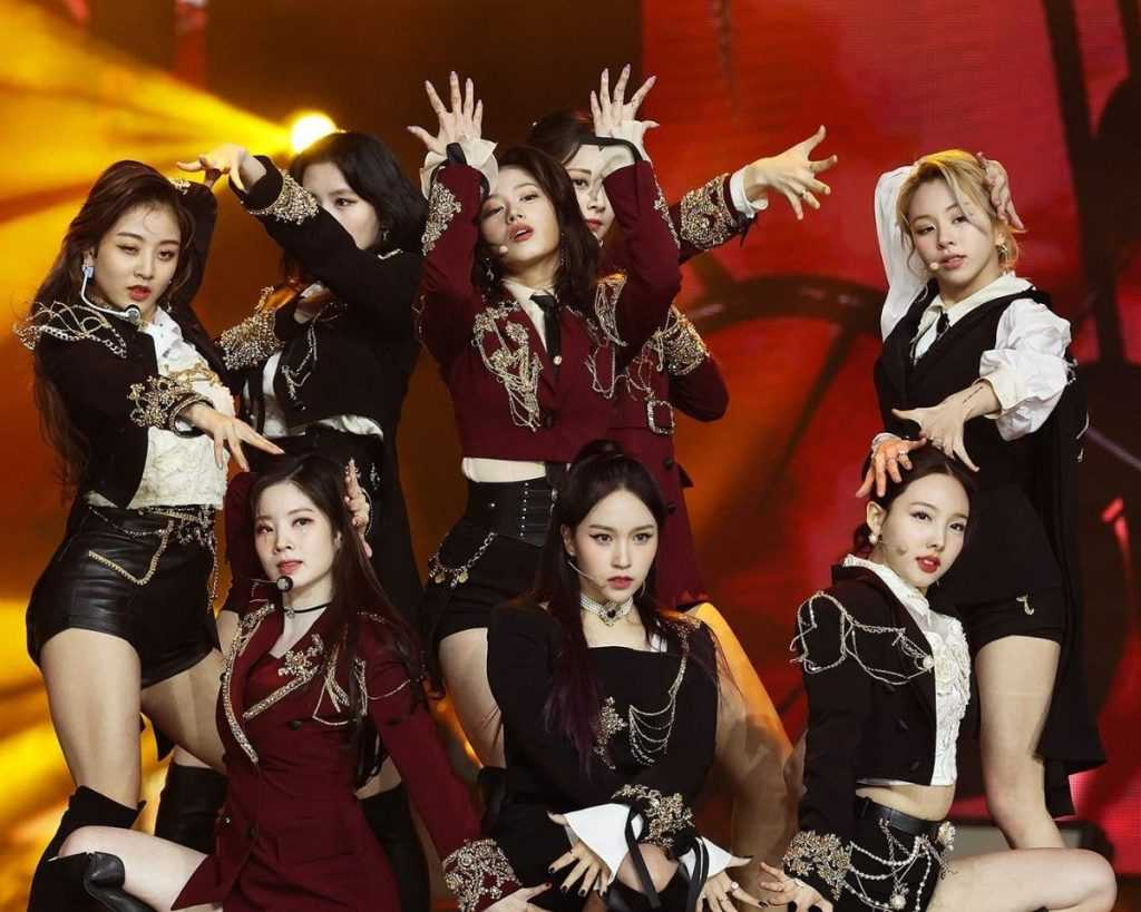 twices cry for me stage with reactions saying that the outfits are pretty 1