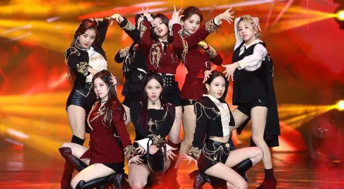 twices cry for me stage with reactions saying that the outfits are pretty 2 1
