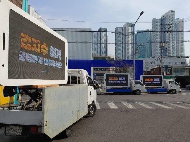 blackpinks jisoo fandom sets up trucks in front of yg office building