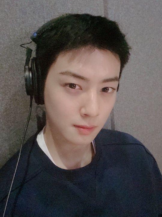 astro cha eunwoo with super short hair 1