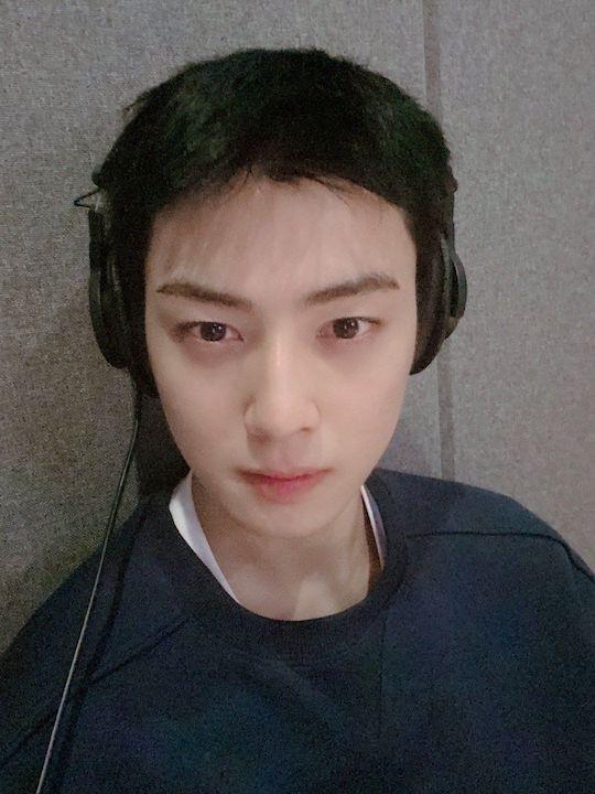 astro cha eunwoo with super short hair 2