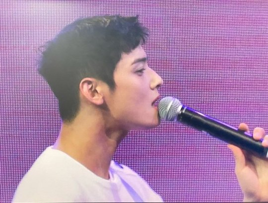 cha eunwoo who had a solo fan meeting with super short hair today 8